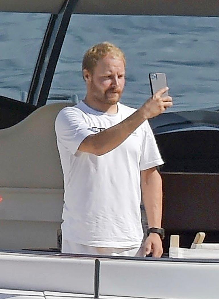 Aterian päätteeksi pariskunta keskittyi älypuhelimiinsa, ja Valtteri nappasi selfien.