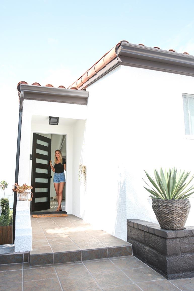 Pia avasi uuden kotinsa ovet Seiskalle. Kaksikerroksinen kalifornialaistalo sijaitsee Playa del Reyn rantakaupungissa Los Angelesin eteläpuolella.