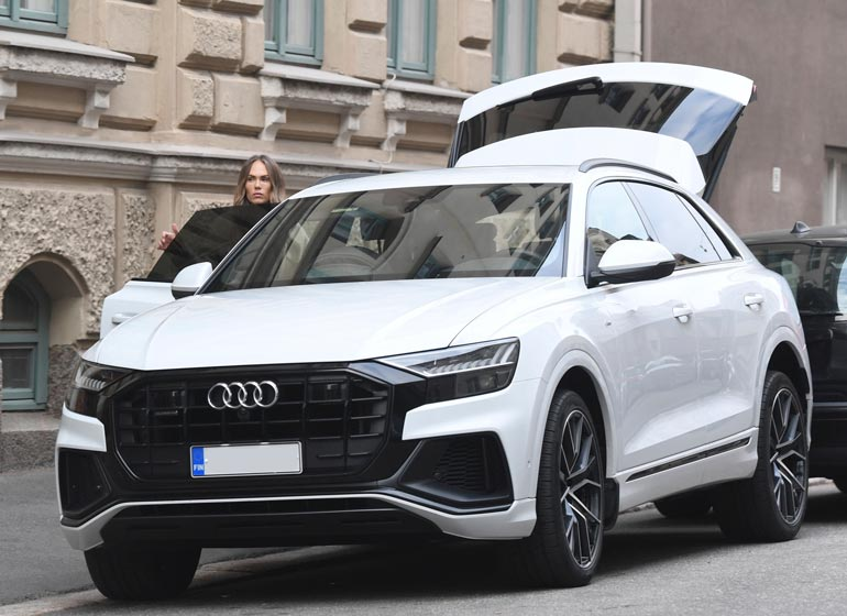 Lotta kurvaili viime viikolla Helsingissä Jorin omistamalla lähes 100 000 euron öky-Audilla.