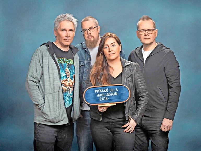 Miika pitää Kari Hotakaisen ja Tuomas Kyrön tavasta kirjoittaa. – En sano tätä vain sen takia, että esiinnyn heidän kanssaan samassa tv-ohjelmassa. Kuvassa myös juontaja Jenni Pääskysaari.