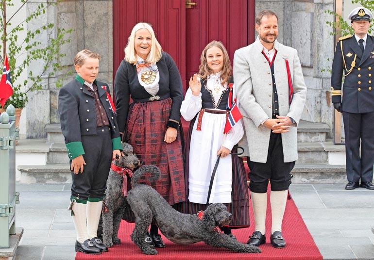 Norjan kruununprinssin perheen koirilla on erikoiset nimet: Muffins Kråkebolle ja Milly Kakao.