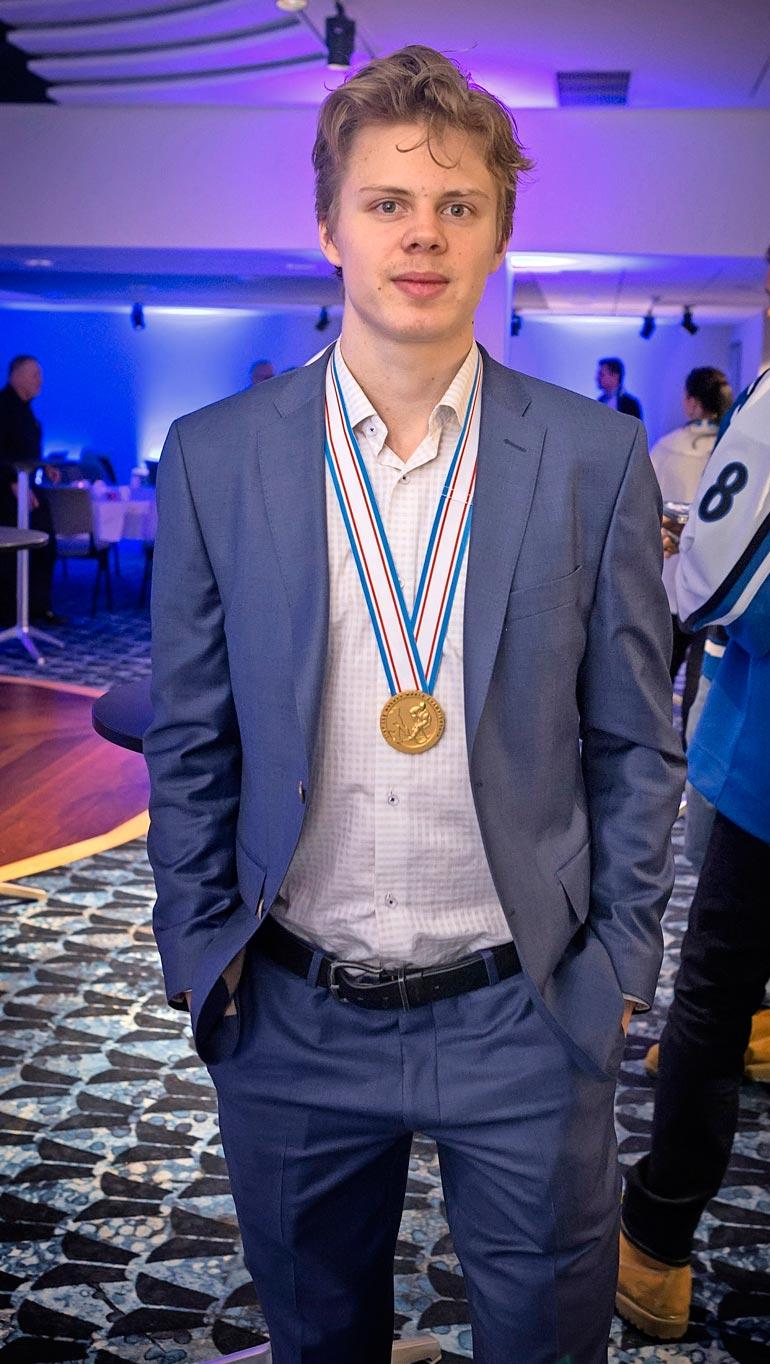 U20-kultamitalimies Kasperi on myös ulkoisilta puitteiltaan monen äidin unelmavävy.