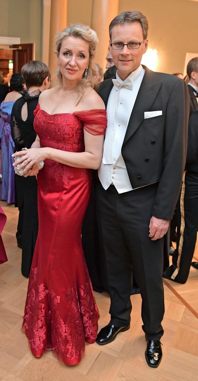 Katariinan pusuttelua Samulin kanssa voi pitää erikoisena, sillä näyttelijätär on naimisissa Matti Vänskän kanssa.