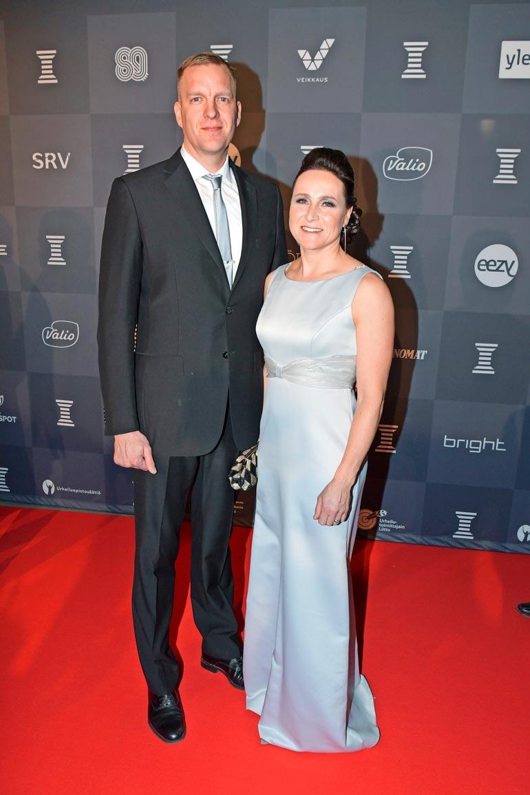 Aino-Kaisalla ja ex-koripalloilija Tom Gustafssonilla on alle koulu- ikäinen tytär. – Hän on innostunut hiihtämisestä mutta saa itse aikanaan päättää, haluaako kilpaurheilijaksi.