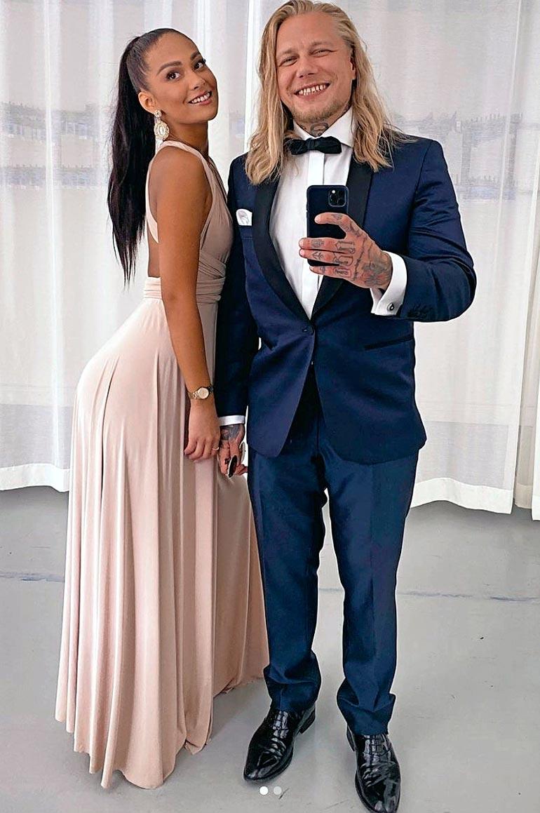 Lauri ja Sofia ovat olleet yhdessä reilun vuoden. – Käytiin ekoilla treffeillä ja rakastuttiin samalta istumalta, Lauri paljasti Seiskalle.