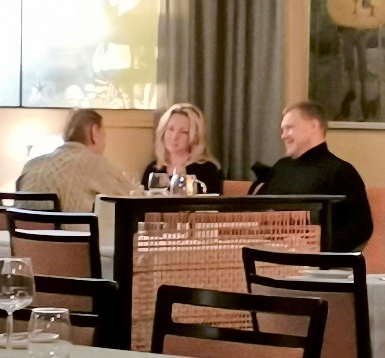 Seiskan silminnäkijä oletti yhdessä illastaneen Katariina Kaitueen ja Samuli Edelmannin olevan pariskunta. – Sen verran tuttavalliselta heidän menonsa vaikutti. Mutta luettuani edellisen lehtenne tajusin, etteivät he olekaan!