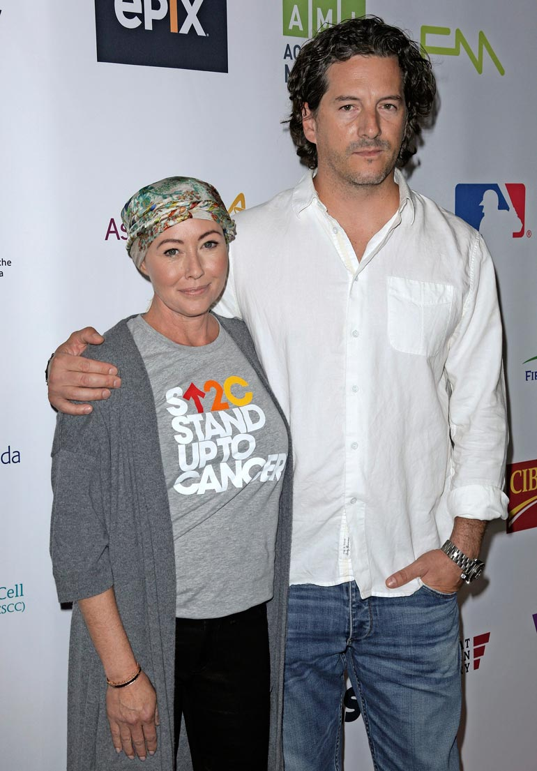 Shannenin syöpä on levinnyt jo selkärankaan. Tukena seisoo valokuvaaja-aviomies Kurt Iswarienko.