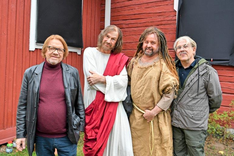 Heikki Silvennoinen, Heikki Vihinen, Heikki Hela ja Timo Kahilainen ovat hauskuuttaneet suomalaisia 1990-luvulta asti.