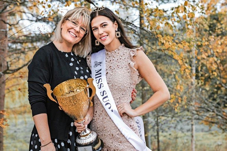 – Viivi on positiivinen ja sydämellinen tyttö, Kati kuvailee. Miss Suomi opiskelee yhteiskuntatieteitä ja on kiertänyt paljon maailmaa.