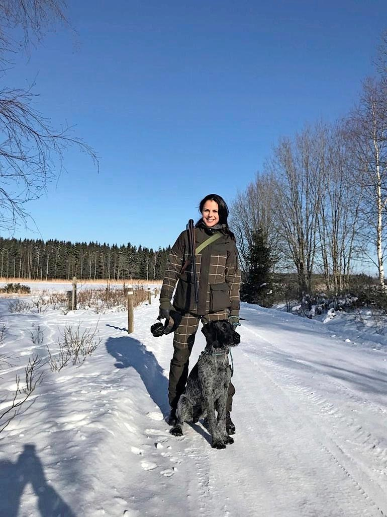 Talvimetsästysreissulla Janakkalan Wanantakassa vuonna 2018 Sadun metsästyskaverina oli hänen ex-miehensä  koira Marski.