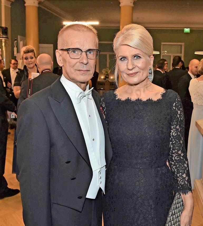 – Isovanhemmuus tuli hyvään kohtaan elämääni. Aika monesti omat lapset menevät vähän nielaistuna, nyt on heidän lapsilleen aikaa, näyttelijä tuumii. Jukka ja Anneli Puotila ovat olleet naimisissa vuodesta 1983.