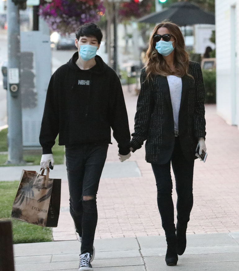 Well mannered Goody Grace opens the door for Kate. ! British actress Kate Beckinsale, 46, holding hands with young boyfriend 22 year old rocker Goody Grace grocery shopping at Erewhon store in Palisades July 2, 2020 ROL/X17online.com