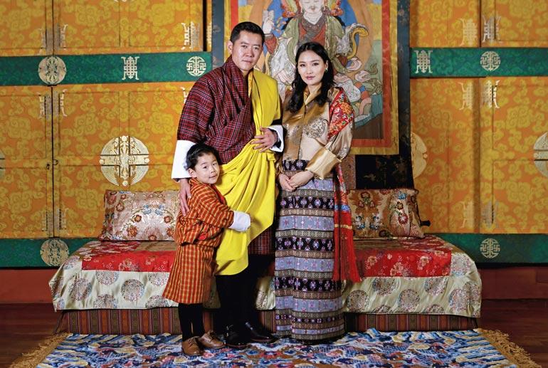 Bhutanin kuningasparilla on kaksi poikaa, neli- ja puolivuotiaat Jigme-etunimiset lapset kuten isäkin on.