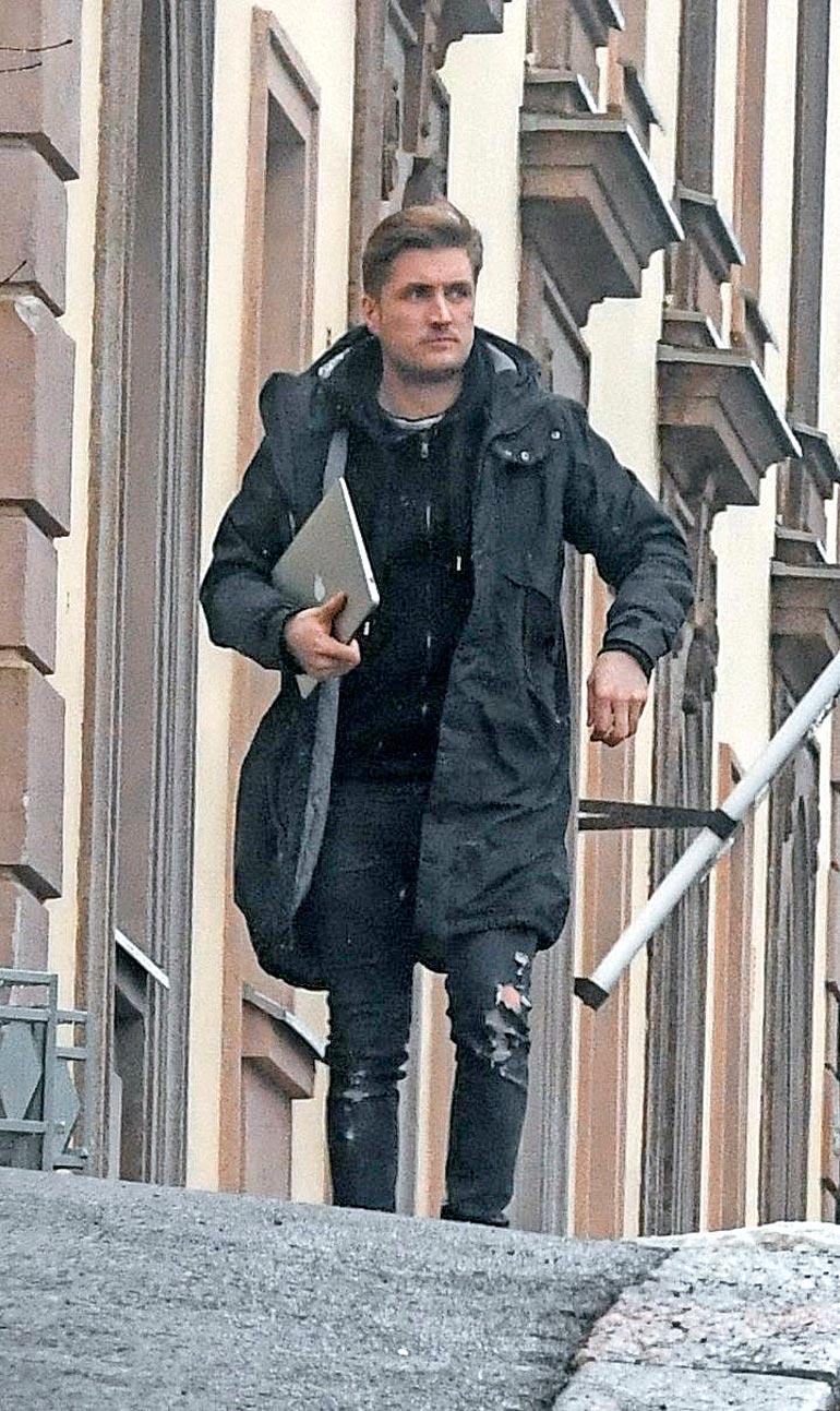 Stefan kiirehti päivittämään erouutisen Instagramiin kuultuaan Sofian olleen menossa Nikon asunnolle.