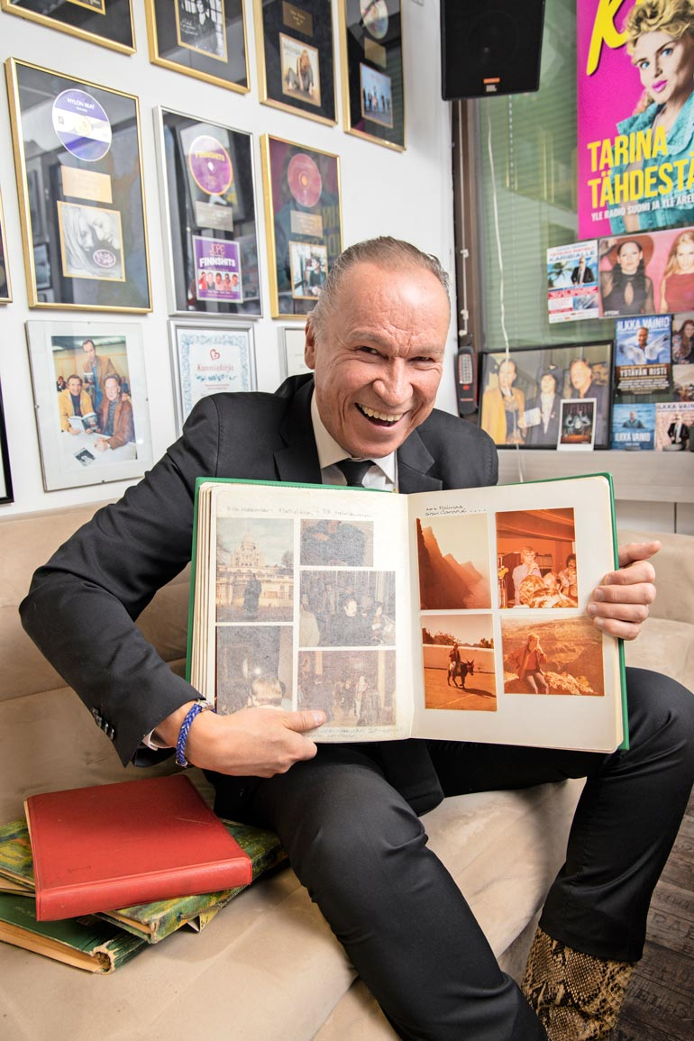 """Muistot elävät mielessä ja kuva-albumeissa. Ilkka """"Ile"""" Vainio on jatkanut isänsä jalanjäljillä sanoittajana, artistina ja musiikkivaikuttajana."""