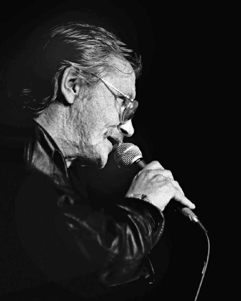 Juha ehti tehdä uransa ainoan konserttikiertueen ennen kuolemaansa 1990. Syksyn Sävelessä 1990 hänen sanoittamansa, enteellisesti nimetty kappale Syys surumielinen kisasi Tarja Ylitalon esittämänä.