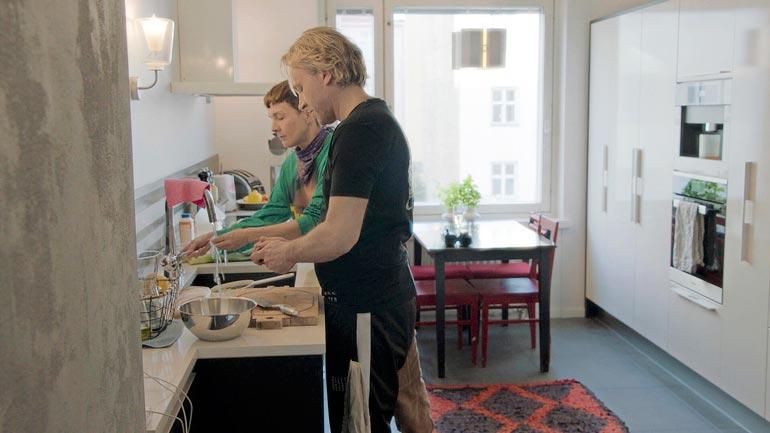 Kari kertoo, ettei aio enää tehdä liikaa töitä. – Kokkaaminen on jatkossa vain ruuanlaittoa, keskityn nyt lapsiini.