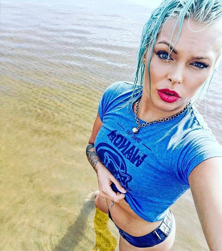 Johanna oli juuri palannut Karibialta Ex on the beach -sarjan kuvauksista, kun hän tapasi Stefun ja meni saunomaan.