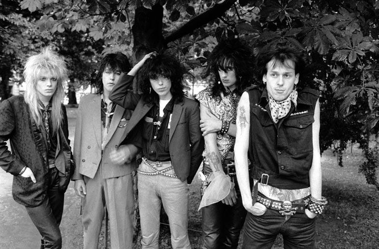 Hanoi Rocks syksyllä 1982, jolloin Oriental Beat ilmestyi. Kuvassa Mike Monroe (vas.), Nasty Suicide, Sam Yaffa, Razzle ja tietysti Andy McCoy.