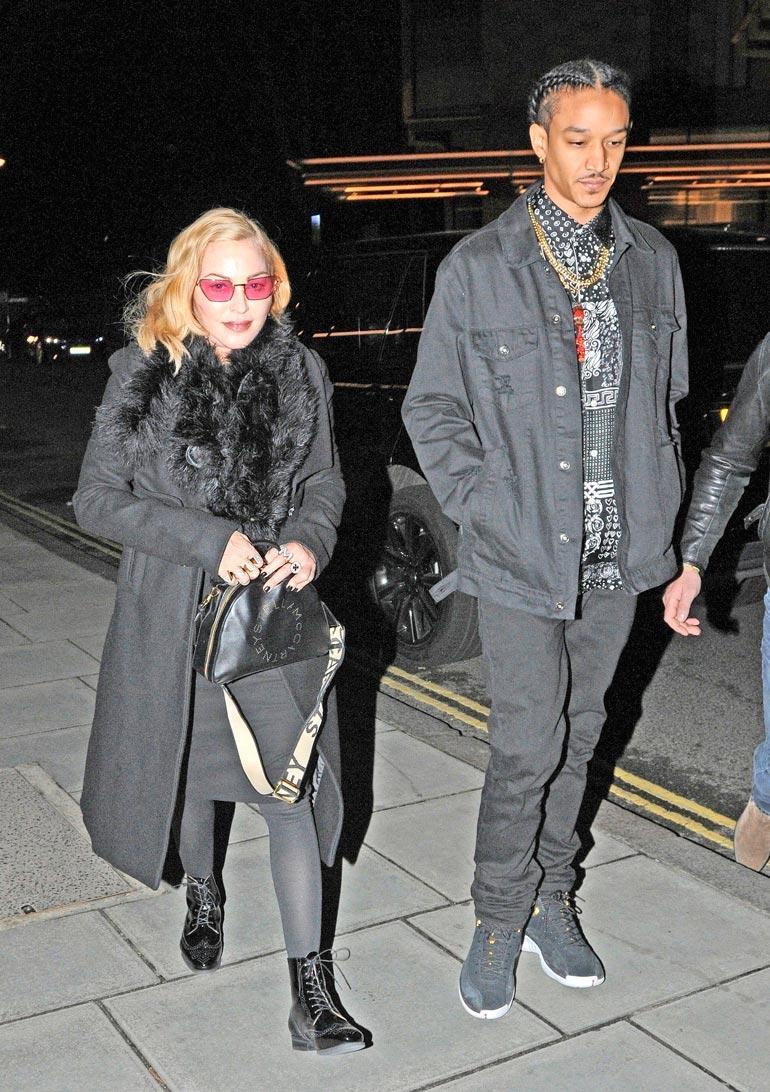 Madonnan omaisuuden arvioidaan olevan yli 500 miljoonaa euroa. Poikaystävä Ahlamalik on 34 vuotta tähteä nuorempi.