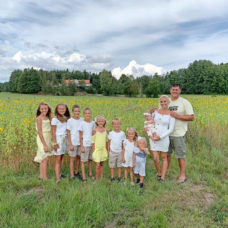 Ruotsissa asuvan Sadun ja Andreasin yhdeksänlapsinen suurperhe kasvaa jälleen ensi vuoden alussa. Sadun vanhemmat ovat suomalaisia.