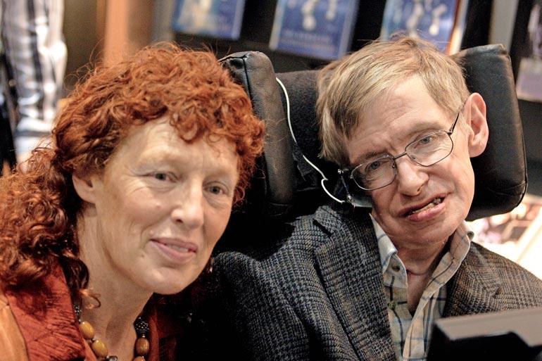Vuonna 1995 Stephen jätti pitkäaikaisen vaimonsa Janen ja meni naimisiin hoitajansa Elaine Masonin (kuvassa) kanssa.