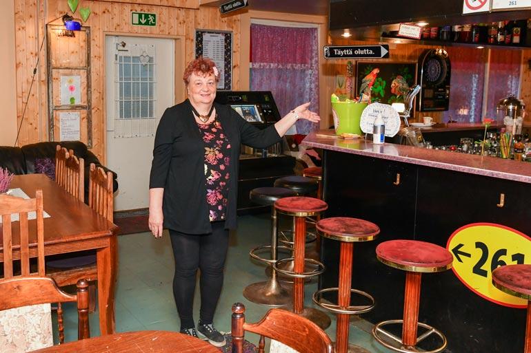 Marja-Liisa on pyörittänyt baariaan viime aikoina yksin. – Kyllä minulla on joskus ollut työntekijöitä, mutta nyt en ole pystynyt palkkaamaan ketään.