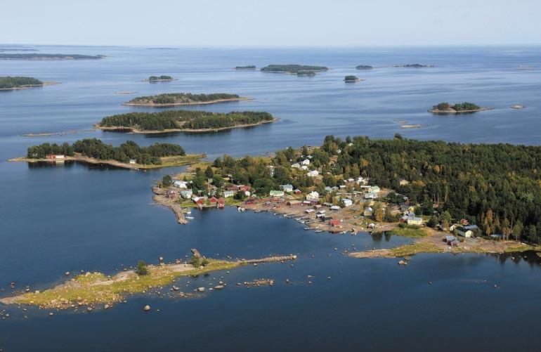 Haminan edustalla oleva Tammio tunnetaan kalastuskylänä. Rennyn suvulla on ollut saaressa mökki vuosikymmeniä.