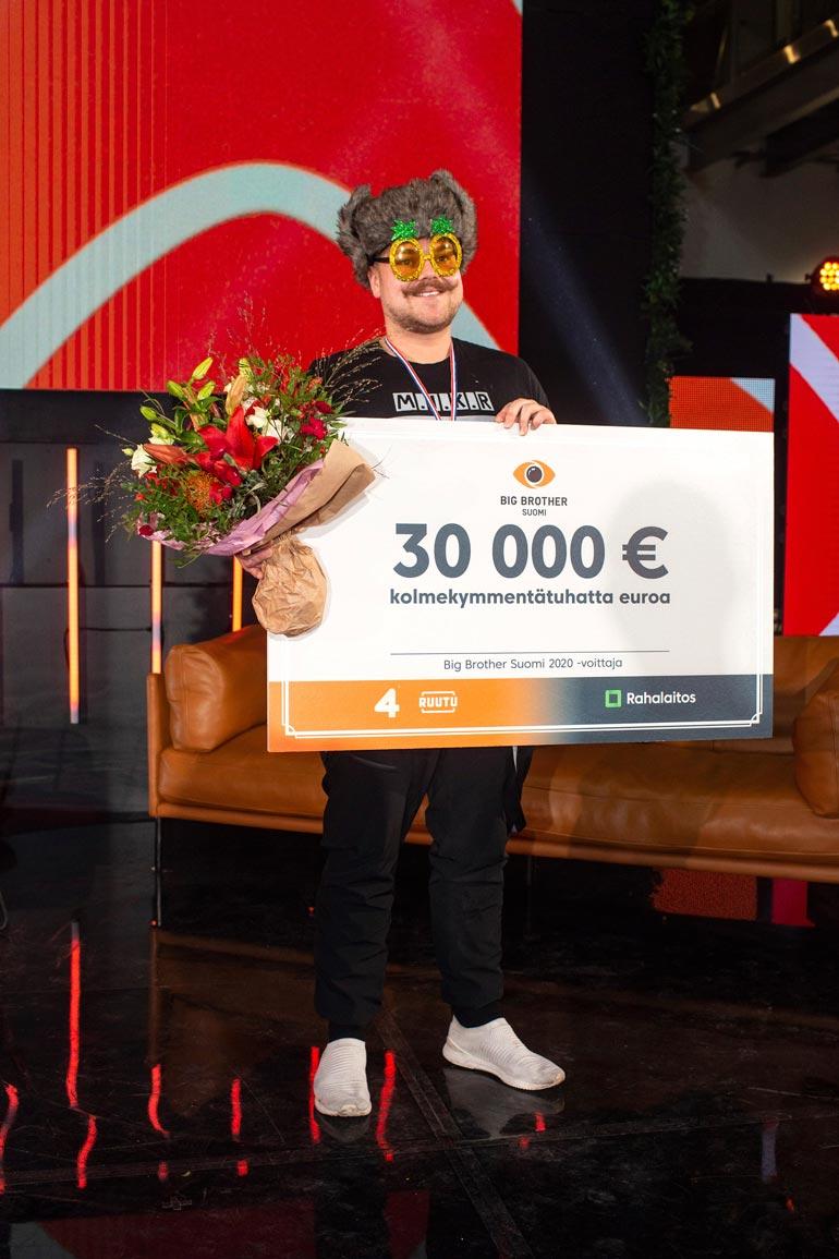 – En aio hankkia mitään turhaa materiaa. Potti kasvoi 30 000 eurosta vielä 1 500 eurolla Joelin voitettua myös yhden viikkotehtävän.