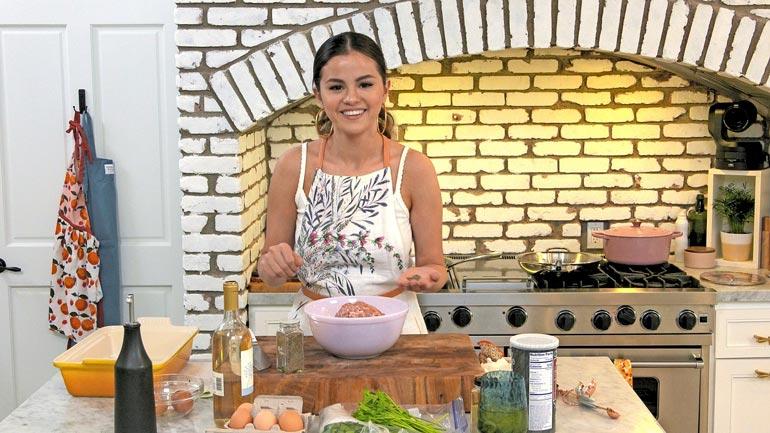 Selena + Chef -sarjassa laulaja nähtiin kauhan varressa omassa luksuskyökissään.