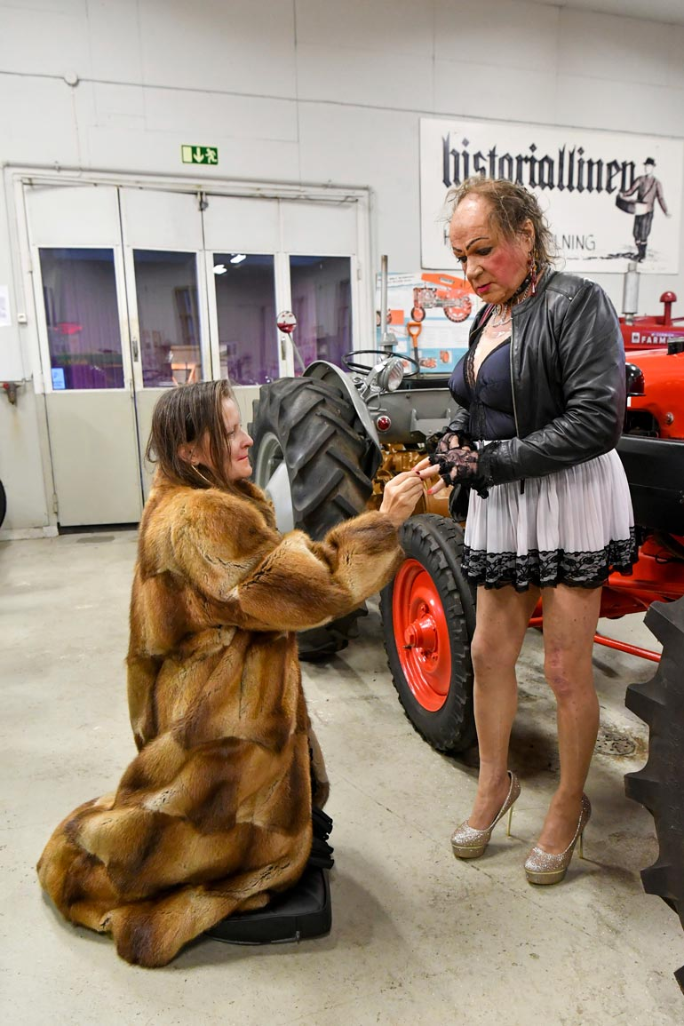 Kihlautuminen Traktorimuseossa oli Markuksen idea. – Traktorit on ollut lähellä sydäntä yksivuotiaasta asti, sulhanen kertoo.