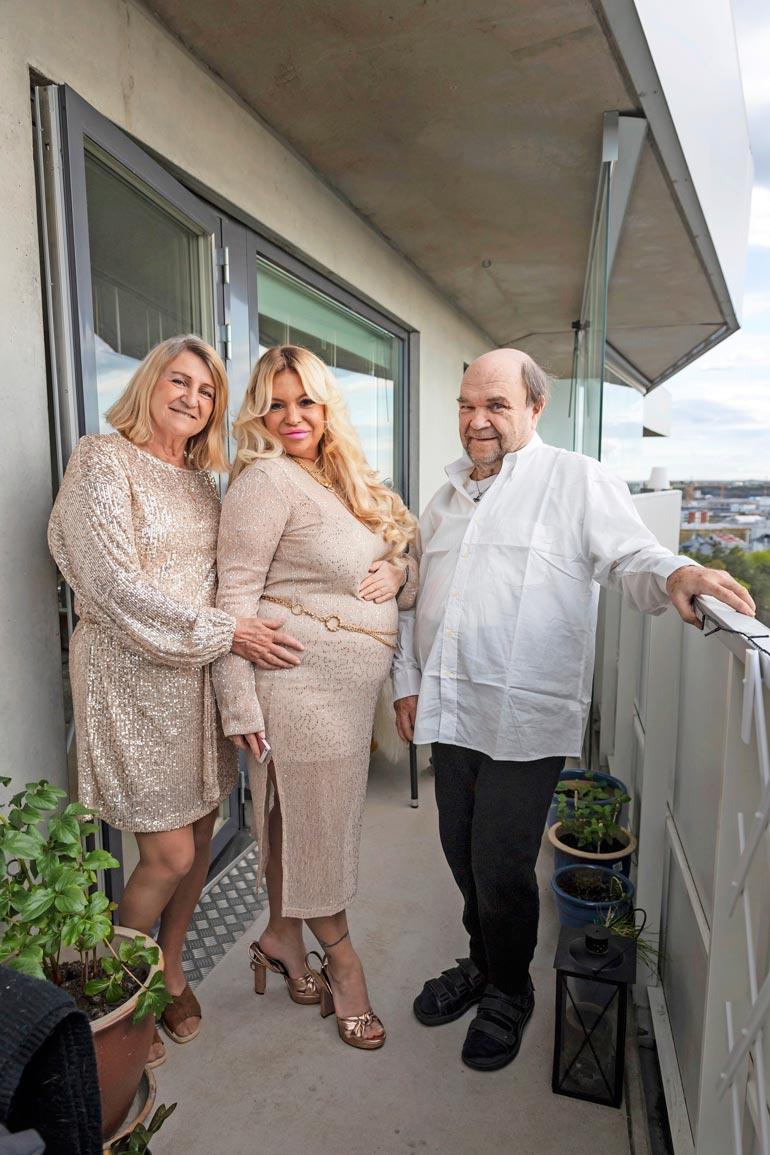 Myös vanhemmat Marja ja Markku ovat olleet koko ajan Johannan tukena. Kuva on toukokuulta, jolloin Johanna paljasti masuasukkinsa sukupuolen.