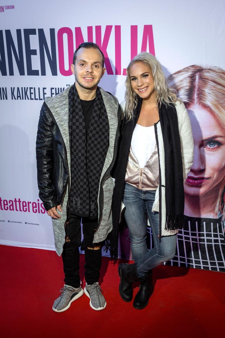 Uniikki oli kihloissa fitnesstähti Eevi Teittisen kanssa, mutta pari erosi vuonna 2016.