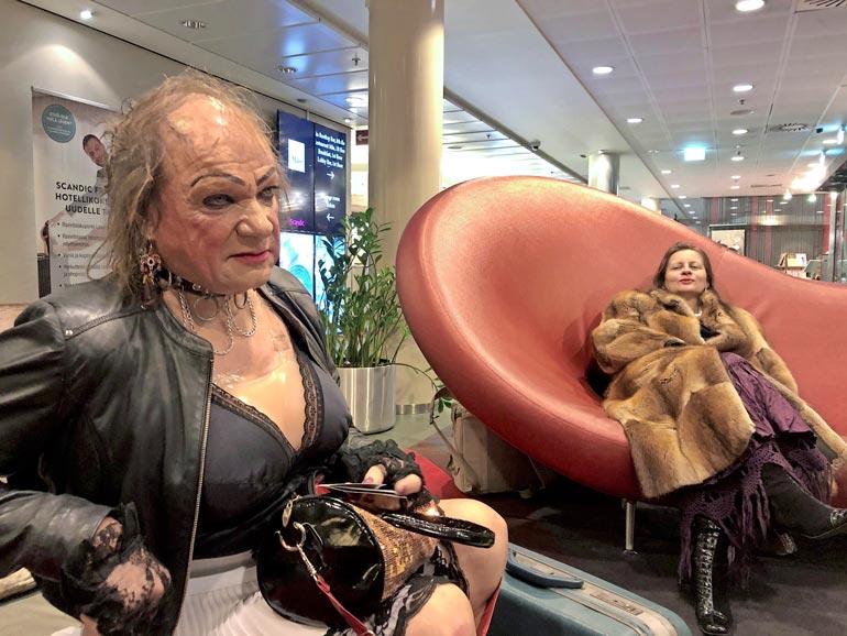 Ammattimies on ammattimies. Romutransu matkusti kuivin suin junalla Oulusta Helsinkiin eikä tarttunut pulloon. – Parempi se on perkele esiintyä selvinpäin, Romu murisee.