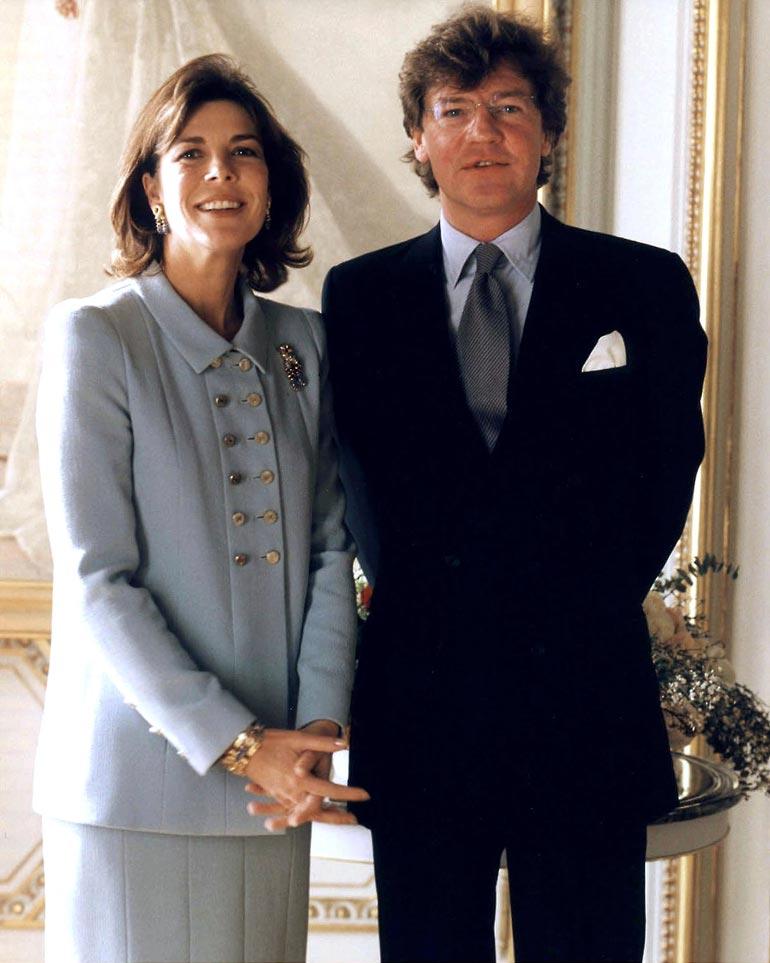 Monacon prinsessa Caroline ja prinssi Ernst August menivät naimisiin kirkossa neljä viikkoa siviilivihkimisen jälkeen kesäkuussa 1999.