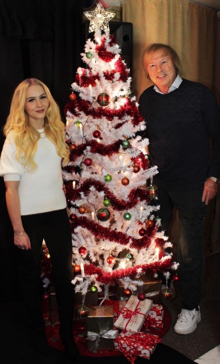 Helmi ja Danny ovat fiilistelleet joulun odotusta, mutta joulunpyhät he viettävät tahoillaan. Korona vaikutti näihinkin suunnitelmiin.