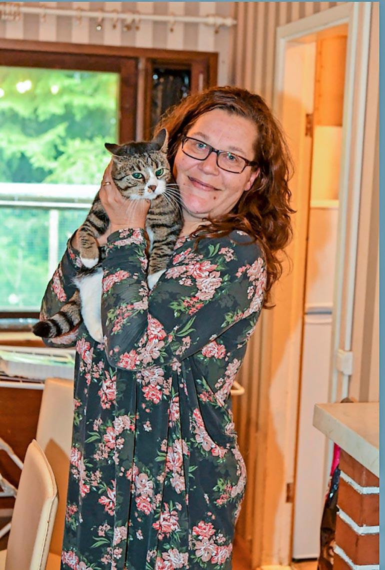 Kaikki eläimet ovat tervetulleita Annen luo. – Hoidossa on ollut koiriakin, lisäksi ruokin siilejä. Välillä tuntuu, että eläinrakkauteni menee överiksi, Anne nauraa.