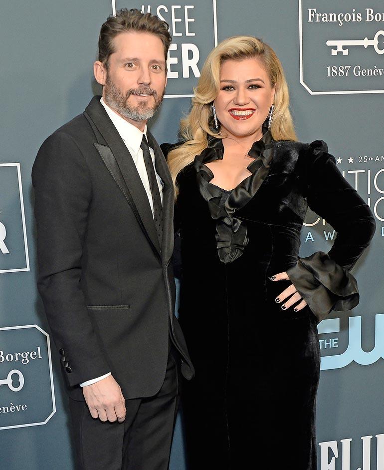 Kellyn ex-mies Brandon on toiminut vuosia laulajan managerina. Pari meni naimisiin 2013.