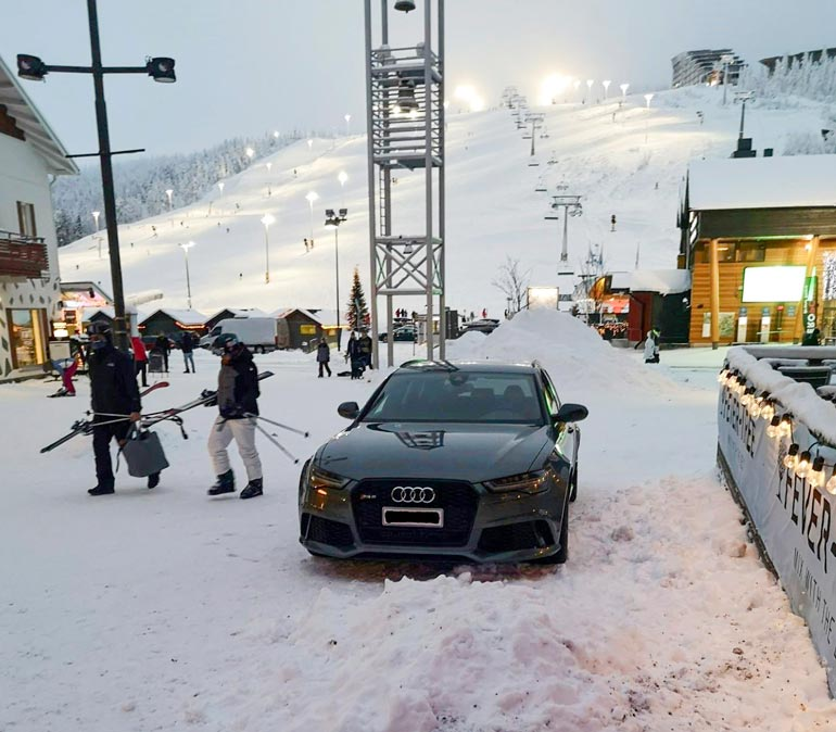 Stefulla on kortti taas taskussa. Hän huristeli Levillä Audi RS6 -ökyautollaan.