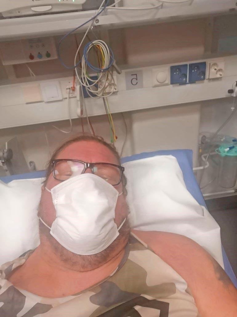 Juuri ennen uuttavuotta Henry kiidätettiin ambulanssilla sairaalaan.