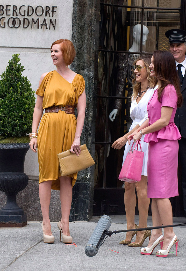 Cynthia Nixon, Sarah Jessica Parker, Kristen Davis on location for SEX AND THE CITY 2 Movie Shoot - TUE, Bergdorf Goodman, New York, NY September 8, 2009. Photo By: Lee/Everett Collection