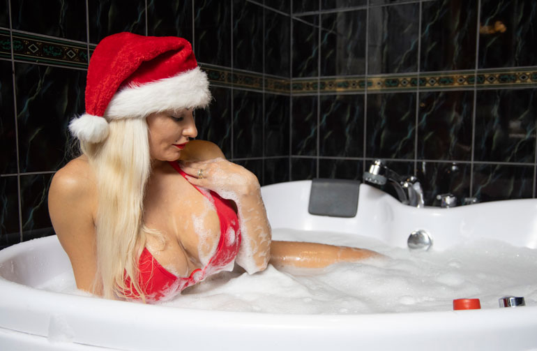 Marika Fingerroos joulukylpy. Kuva Matti Matikainen 2