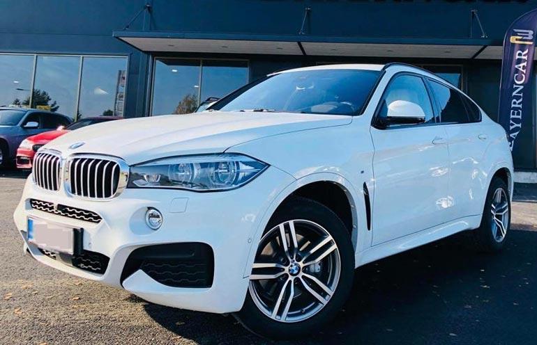 Keikkamatkoillaan Saija luottaa saksalaisvalmistaja BMW:n valkoiseen X6-sarjan katumaasturiin.
