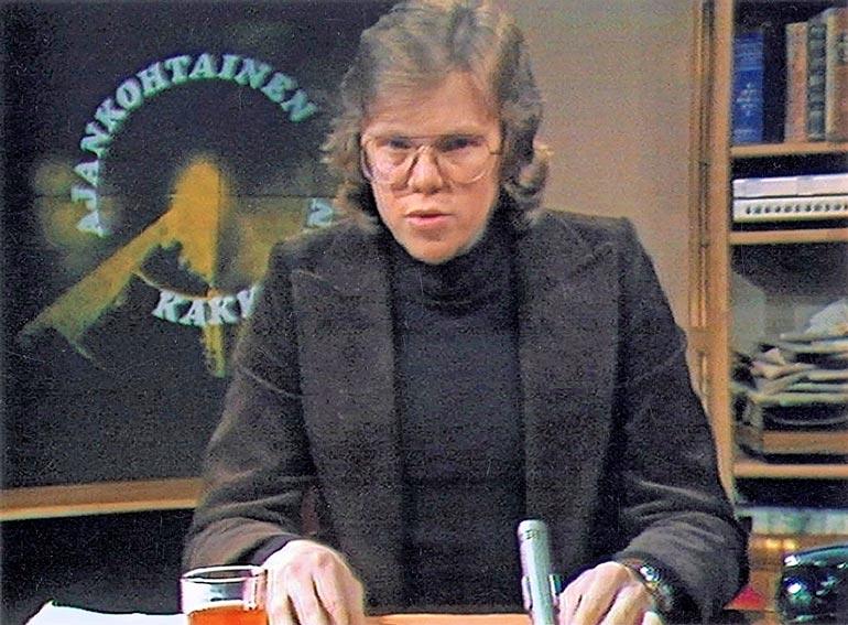 Ajankohtaisen kakkosen toimittajaksi pestattiin nuori Mikko Alatalo vuonna 1974.
