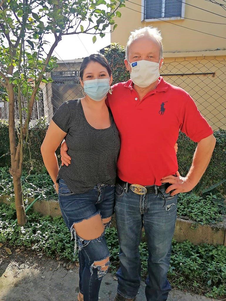 Teuvo ja Lariza ovat pitäneet yhtä jo kolme kuukautta, mutta yhteiset yöt ovat kortilla. – Lariza asuu yhä syöpäsairaan isänsä luona, Teukka kertoo.