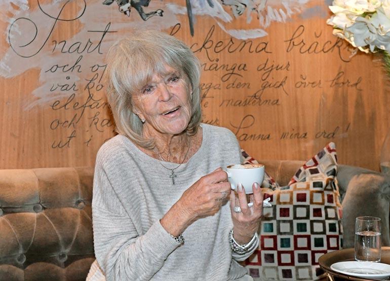 Urheilullisuudestaan huolimatta Birgitta on koko ikänsä tupakoinut, mikä on nyt alkanut vaatia veronsa keuhkoahtauman muodossa.