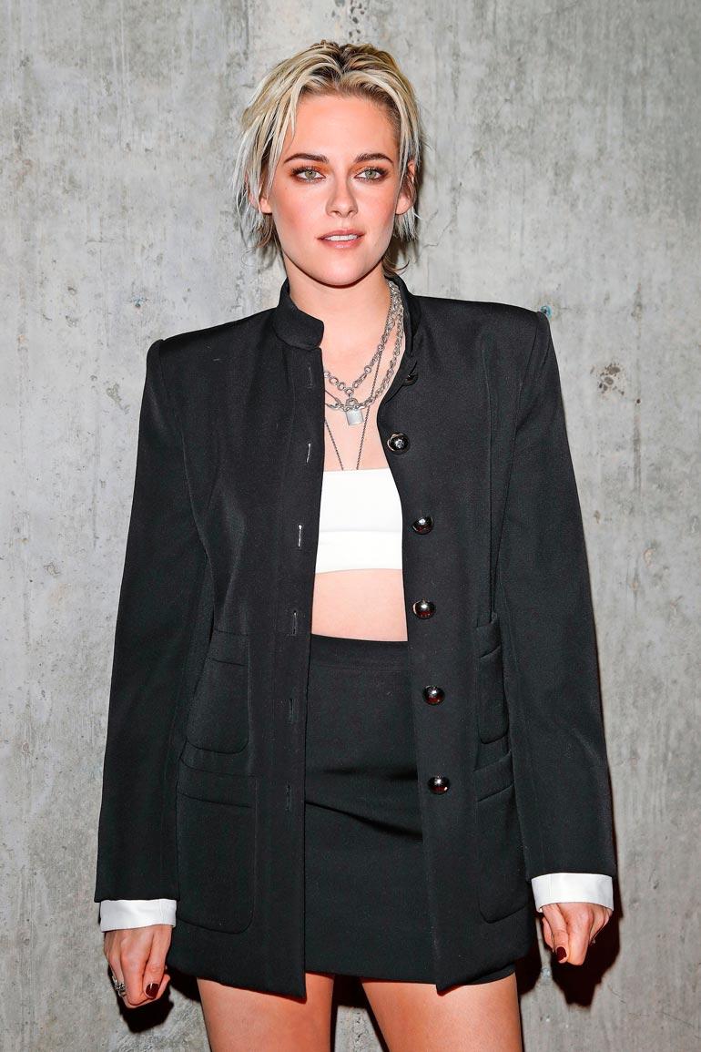 Kristen Stewart hyppää Spencer-elokuvassa prinsessan pöksyihin.