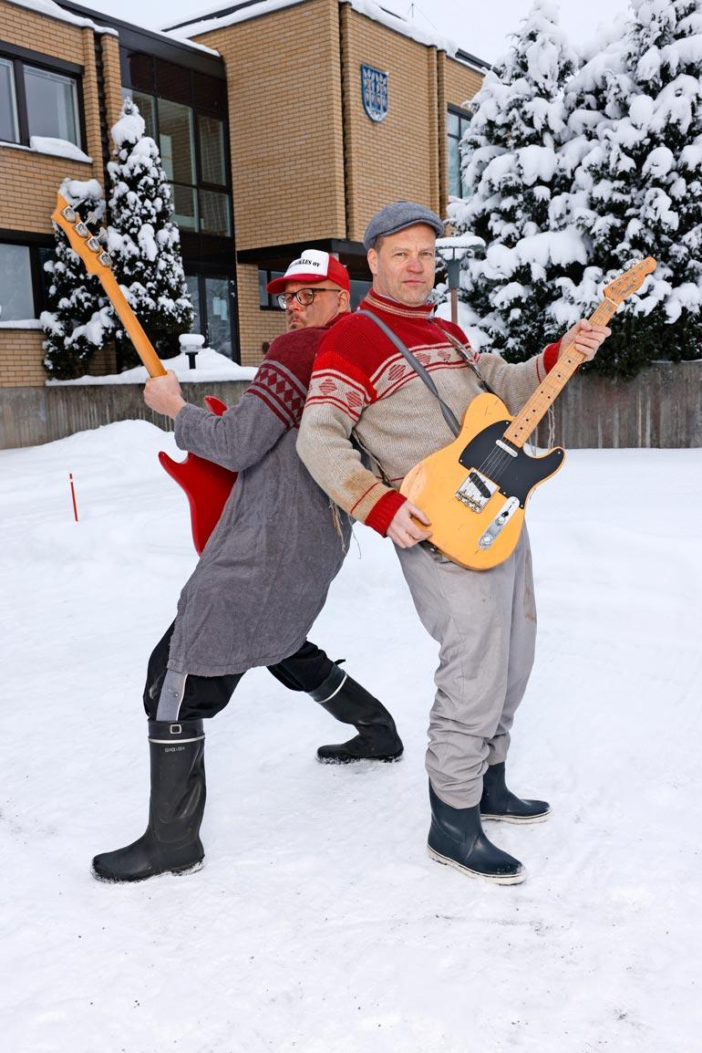 Rehupiikles perustettiin jo 30 vuotta sitten. Bändi soittaa tuttuja coverbiisejä Etelä-Pohjanmaan murteelle käännettynä.