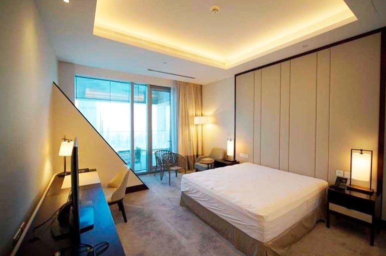 Pilvenpiirtäjän halvin vapaa huoneisto, 98-neliöinen kaksio maksaa 490 000 euroa.
