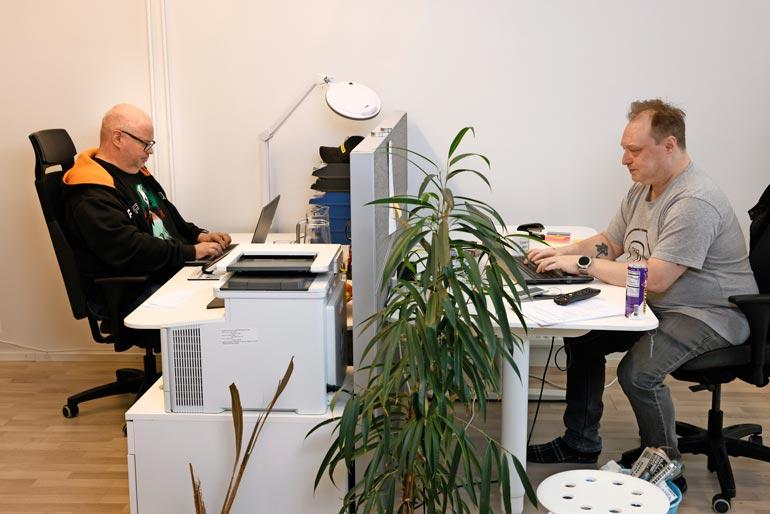 Lankomies Hannu Pakkanen ja Pasi tekevät bisneksiään yhdessä.